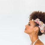 Modèle coiffure fleurs séchées